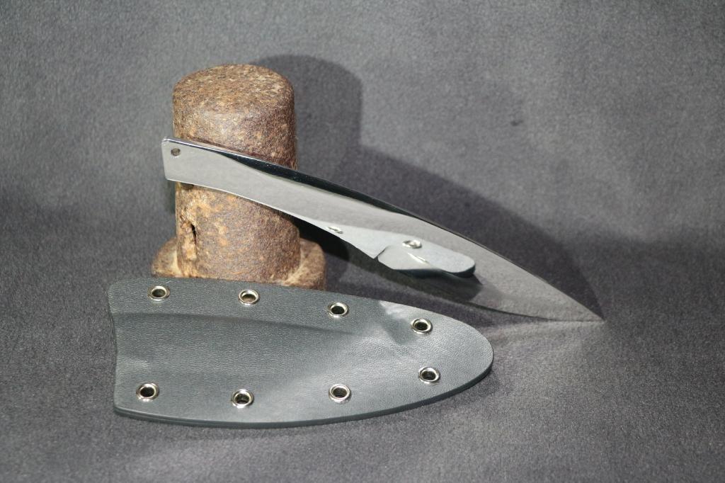 In Handarbeit angfertigtes Integralmesser aus 1.4528/N690 Stahl mit Kydex Scheide